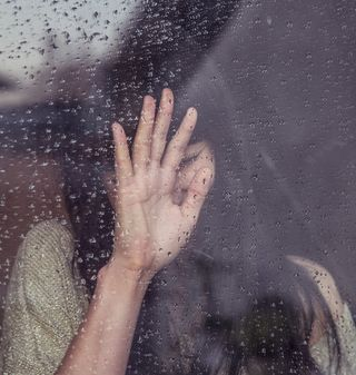 Young women-rainy window1422544834386-d121ef7c6ea8