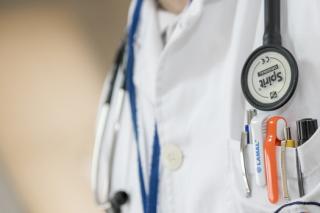 Doctor-medical-medicine-health-42273-medium