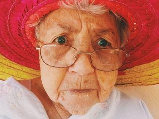 Lady hat pexels-photo-medium