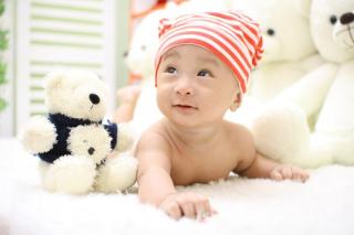 Baby-cute-child-lying-40724-medium