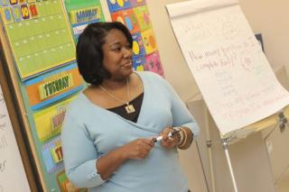 Teacher pexels-photo-935943